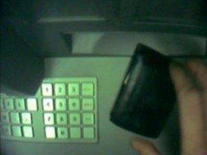 Vigile urbano scopre bancomat clonato in via Bologna