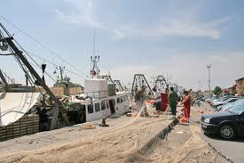 Pescatore sommerso dai debiti tenta il suicidio