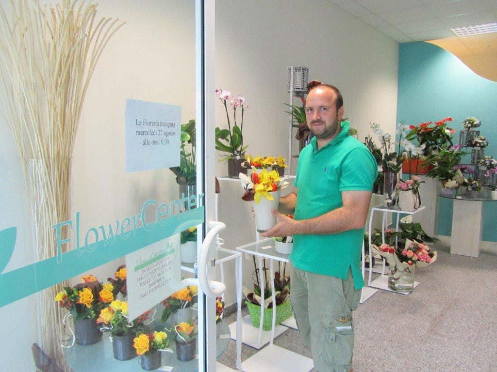A Cona apre il negozio di fiori
