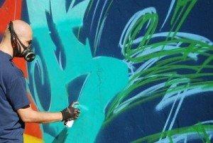 I writers del progetto Graffiafé impegnati nella riqualificazione del Palapalestre 'Caneparo
