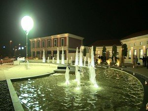 01 Outlet ancora lunga attesa