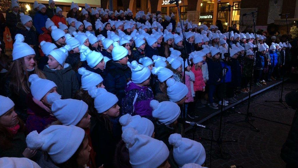coro bambini natale piazza