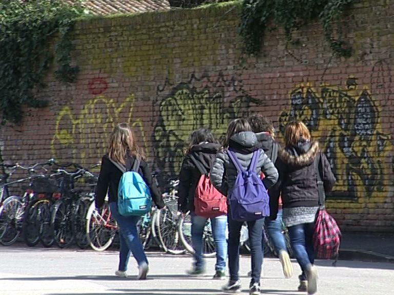scuola giovani studenti