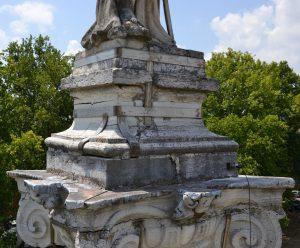 statua-ariosto-2