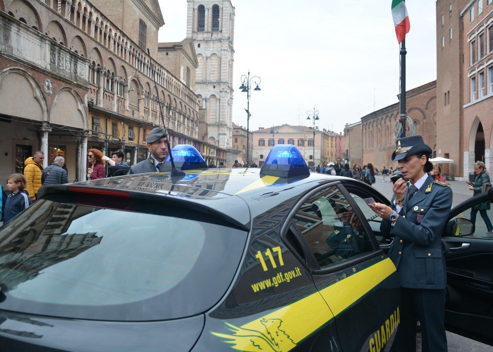 Gdf Ferrara Piazza Trento e Trieste guardia finanza