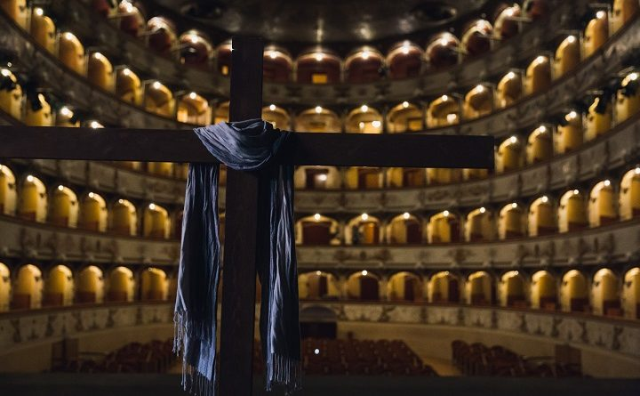 La croce a teatro, foto Andrea Baldrati