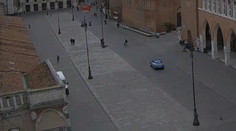 piazza vuota covid ferrara coronavirus polizia