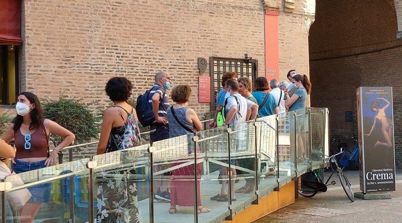 Ferragosto, fila pre - apertura Castello